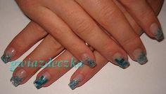 Paznokcie żelowe: Niebieskie suszone kwiatki  http://esteraowczarz.blogspot.com/2014/03/paznokcie-niebieskie-suszone-kwiatki.html