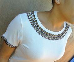 Resultado de imagem para blusa de malha bordada no decote com pedrarias