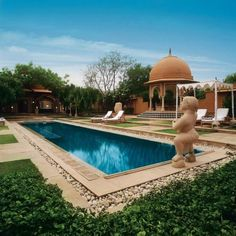 We enjoyed having the pool to ourselves. Oberoi Jaipur