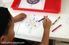 Montessori directionality activities: Make a compass rose. #geography #handsonlearning || Gift of Curiosity