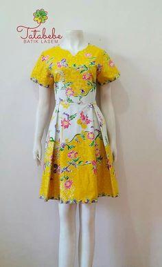New Dress Brokat Kuning Ideas Blouse Batik, Batik Dress, Lace Dress, Casual Summer Dresses, Simple Dresses, Nice Dresses, Fashion Design Books, Dress Brokat, Batik Kebaya
