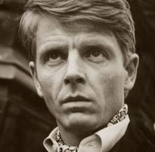 """Edward Fox looks like Tom Wilkinson. Both are brittish actors. And now I see that there Is James Fox that starred in Patriot Games. They all belong to """"the same series"""" as it is said in books English Gentleman, Gentleman Style, Edward Fox Actor, Ascot Style, Ascot Ties, Vogue, National Portrait Gallery, Cinema, Film Music Books"""
