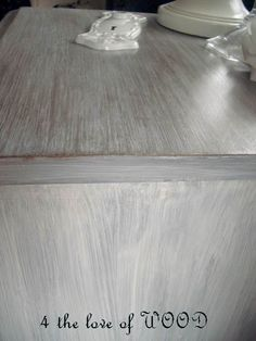 4 the love of wood DIY: JUST PRIMER AND SOME WAX - how to white wash Furniture (excellent photo step by step tutorial) !