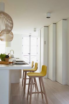 Yellow bar stools adds a pop of color to this neutral kitchen and is the perfect bright color choice for this spring's kitchen seating. New Kitchen, Kitchen Decor, Kitchen Yellow, Kitchen Taps, Neutral Kitchen, Kitchen Counter Stools, Kitchen Breakfast Bar Stools, Chaise Bar, Scandinavian Kitchen