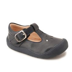 Made from high quality leather these navy blue girls shoes offer all the comfort and support little feet need when learning to take their first steps.