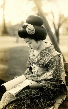 "Maiko Hiroko reading a Book 1920s by Blue Ruin1, via Flickr : ""Her name is written in kanji on the back of the postcard."""