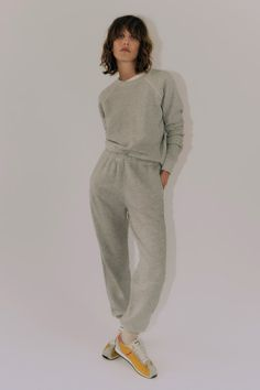 Vogue Paris, World Of Fashion, Fashion Show, Fashion Women, 2000s Fashion Trends, Joggers Outfit, What To Wear Today, Capsule Outfits, Knitwear Fashion