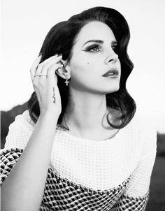 Lana Del Rey is an American singer-songwriter. she's so famous and a lot of people loves her Let's take a look about Lana's Black and White Photos. Jackie Kennedy, Elizabeth Grant, Indie, Glamour, Her Music, Beauty Queens, Belle Photo, Girl Crushes, My Idol