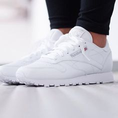 """Reebok WMNS Classic Leather """"All White"""" Reebok Classic Leather (weiß) – Sneaker Store Fulda The post Reebok WMNS Classic Leather """"All White"""" appeared first on Beauty Shares. Reebook Shoes, Sock Shoes, Shoe Boots, Shoes Sneakers, Leather Sneakers, Reebok Outfit, Reebok Classic Womens, Baskets Nike, Sneaker Stores"""