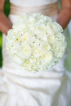 24 All White Wedding Bouquets Inspiration