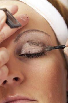 Schlupflider schminken - Tipps