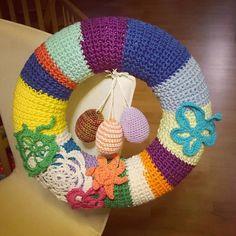Und fertig ist der Osterkranz #ostern #osterkranz #schmetterling #blüte #blume #frühlingskranz #frühling #crochet #crocheting #crochetlove #crochetnerd #crochetaddict  #häkeln #häkelliebe #instahäkeln #instacrochet #häkelnmachtspass #häkelnrockt #häkelnfetzt #häkelnmachtsüchtig #häkelnistmeinyoga #amigurumi #handmade #madewithlove #diy #yarn #yarnlove #catania #cataniagrande by missknitness