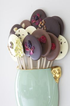 "I love these chocolate ""lollipops""! Both beautiful and delicious, I am sure. From Boutique Aromatique in England. I love these chocolate lollipops! Both beautiful and delicious, I am sure. From Boutique Aromatique in England. Chocolate Pops, Chocolate Lollipops, I Love Chocolate, Homemade Chocolate, Chocolate Desserts, Chocolate Flowers, Chocolate Gifts, Candy Recipes, Sweet Recipes"