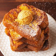 Thick layers of brioche get soaked in a mixture of egg, milk, pumpkin puree, and vanilla and then topped with a creamy pumpkin butter for the most fall brunch EVER. Breakfast Dishes, Breakfast Recipes, Fall Breakfast, Breakfast Casserole, Pumpkin Breakfast, Breakfast Toast, Breakfast Healthy, Dinner Healthy, Brunch Recipes