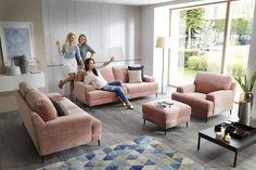 Zestaw Mondo, na który składa się sofa dwuosobowa, sofa trzyosobowa i fotel, to niesamowicie wygodne meble, które uczynią z Twojego salonu przytulną strefę komfortowego wypoczynku.
