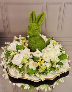 Easter Flowers, Spring Crafts, Happy Day, Rabbits, Floral Arrangements, Diy, Wreaths, Table Decorations, Garden