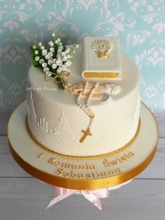 First Holy Communion Cake, Première Communion, Communion Gifts, First Communion Dresses, Christian Cakes, Birthday Parties, Birthday Cake, Pastel Party, Fondant Flowers
