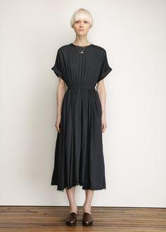 Black Crane Pleats Dress (Black)