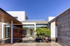 Modern Villa Center Court / DADA Partners, New Delhi, India ~ CONTEMPORARY ARCHITECTURE