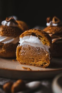 Caramelized Hazelnut and Toasted Marshmallow Cream Puffs caramelised hazelnut and toasted marshmallow cream puffs Fun Desserts, Delicious Desserts, Dessert Recipes, Yummy Food, Tasty, French Desserts, Healthy Food, Eclairs, Profiteroles