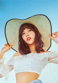 MINA - Twice; looking perfect for a sunny Summer's day. Just need a picnic blanket and basket full of goodies and a glass of Sangria. Nayeon, Kpop Girl Groups, Korean Girl Groups, Kpop Girls, Signal Twice, J Pop, Twice Album, Jihyo Twice, Penguin