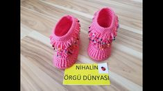 Crochet Bebe, Crochet Baby Shoes, Crochet Slippers, Knit Crochet, Crochet Hats, Baby Boots, Baby Girl Shoes, Girls Shoes, Crochet Hooded Scarf