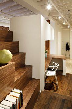 Loft à Portland par Dangermond Keane Architecture bureau sous escalier