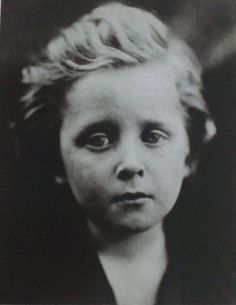 Julia Margaret Cameron was a pioneer of photography. Even though about 150 years old, this portrait looks very contemporary to me. Julia Margaret Cameron Photography, Julia Cameron, Vintage Photographs, Vintage Photos, Karl Blossfeldt, Berenice Abbott, Modern Photographers, History Of Photography, Face Expressions