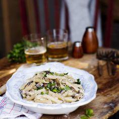 Kermainen sienipasta   Meillä kotona Pasta Carbonara, Penne, Eating Well, Feel Better, Camembert Cheese, Grains, Dairy, Chicken, Meat