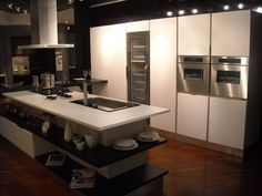 Cucina con isola Veneta Cucine Tulipano a Monza e Brianza