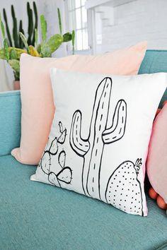 Los cactus y las crasas  se postulan con firmes candidatas a formar parte de la lista de tendencias decorativas en auge...       De fácil ...