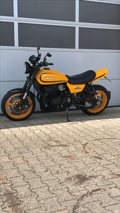 Kawasaki Cafe Racer, Kawasaki Motorcycles, Moto Cafe, Cafe Bike, Vintage Motorcycles, Cars And Motorcycles, Biker Love, Cafe Racing, Trike Motorcycle