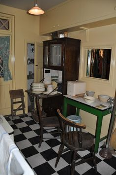Cats, Dogs and Eiderdowns: The 1940's House - Imperial War Museum