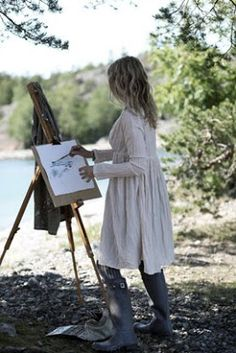 there's always someone around here who is painting the landscape. So arty & creative the Bohemian family is. Artist Life, Artist At Work, Weekender, Frida Art, Foto Pose, Make Art, Simple Pleasures, Illustrations, Art Studios