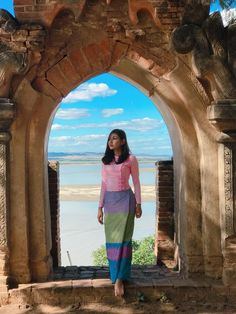 May Myint Mo In Bagan - Beautiful Photos Traditional Dresses Designs, Burmese Girls, Myanmar Dress Design, Myanmar Women, Myanmar Traditional Dress, Thai Fashion, Cool Girl Pictures, Natural Clothing, Photography Poses Women