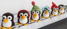 Gezonde traktaties uitdelen is natuurlijk het allerbeste, maar soms mag je best een keer spijbelen… want met deze chocolade pinguïns maak je alle kinderen blij! Trakteren in de klas of tijdens je kinderfeestje in de winter… mmmmm!