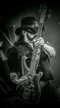 Ian Fraser Kilmister, better known as Lemmy, was a British musician and singer-songwriter who founded and fronted the rock band Motörhead. Lemmy is still God. Metallica, Heavy Metal Art, Heavy Metal Bands, Rock And Roll, Rock Posters, Band Posters, Rock Y Metal, Heavy Rock, Tribute