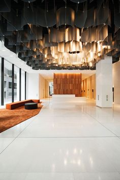 This space is the definition of simplicity & sophistication: 1 Ceiling projection is an expression of a beautiful complex 2 Minimal furniture & limited colors both define elegance Lobby Interior, Office Interior Design, Interior Design Inspiration, Interior And Exterior, Design Ideas, Furniture Inspiration, Architecture Restaurant, Interior Architecture, Commercial Design