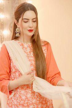 Asian Wedding Dress Pakistani, Pakistani Fashion Party Wear, Pakistani Girl, Pakistani Actress, Pakistani Dresses, Balochi Dress, Cute Girl Face, Girls Dpz, Girl Outfits