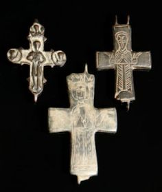 Byzantium - plaques de croix encolpions ornées de saints personnages.