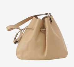 This a beautiful, year round bag. I love this.