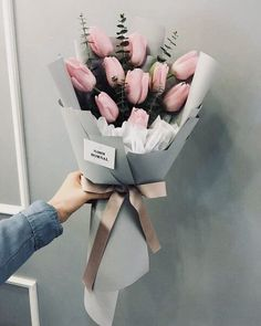 tulips garden care I would love for someone to give me a big pink tulip bouquet on my bday Pink Tulips, Tulips Flowers, Beautiful Flowers, Bouquet Of Flowers, Bouquets, Tulpen Arrangements, Floral Arrangements, Tulips Garden, Planting Flowers