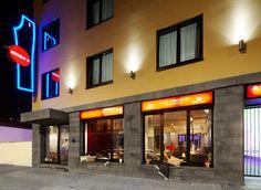 Die Außenansicht des 25hours Hotels Frankfurt by Levi's.