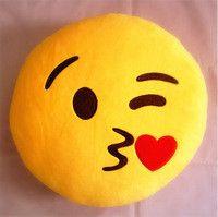 Emoji with a Kiss Emoticon Yellow Round Pillow il est superbe http://www.serrurier-paris-artisan.fr/serrurier-paris-13/