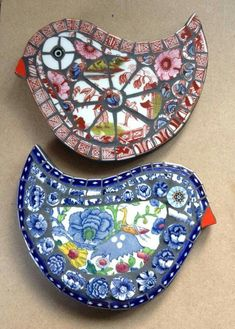 Take Old Plate Designed into a Mosaic Delight Mosaic Rocks, Mosaic Stepping Stones, Stone Mosaic, Mosaic Glass, Glass Art, Stained Glass, Pebble Mosaic, Mosaic Animals, Mosaic Birds