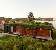 archiblox assembles prefab avalon house on australian cliff Australian Architecture, Sustainable Architecture, Sustainable Houses, Pavilion Architecture, Residential Architecture, Contemporary Architecture, Avalon House, Eco Buildings, Beachfront House