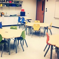 Back to School is well underway with this installation of flexible KI Intellect Wave chairs and tables. Elementary School Library, Elementary Schools, Science Room, Classroom Training, Learning Environments, School Architecture, Dining Chairs, Design Inspiration, Education
