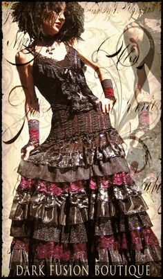 I love Lucretia's designs, I have two of her beautiful skirts :-) Ensemble: DFB Model: Lucretia*Renee www.darkfusionboutique.etsy.com