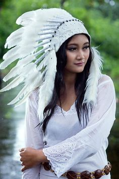 Items similar to Native American Indian Feather Headdress ~ Mardi Gras ~ Costume ~Party~ Hens~ Chief Headpiece~Halloween on Etsy Native American Actors, Native American Headdress, Native American Beauty, American Indians, American History, American Indian Girl, Indian Girls, Tribal Mode, Tribal Style