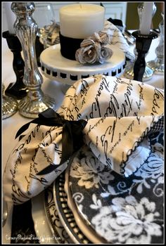 and White Table Black and White Tablescape from corner of plaid and paisley.Black and White Tablescape from corner of plaid and paisley. Beautiful Table Settings, White Cottage, Deco Table, Decoration Table, Place Settings, Dinner Table, Fine Dining, Tablescapes, Just In Case